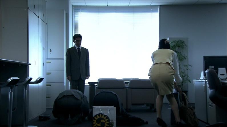 【お尻キャプ画像】ピッタリしたズボン履いてエロいお尻のライン丸出しのタレント達w 01