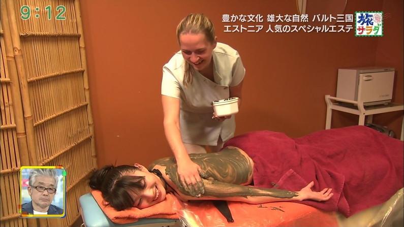 【エステキャプ画像】テレビでエステ受けてるタレント達のはみ出す横乳がヤバいw 11