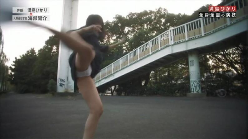 【ハプニングキャプ画像】お股広げすぎたタレント達がマンコ見えかけてるw 09