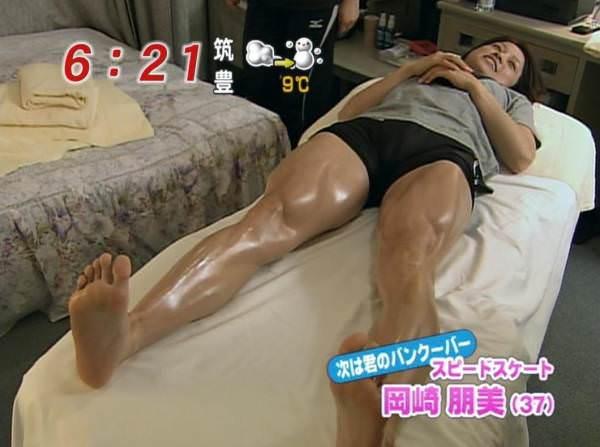 【足裏キャプ画像】こんな美人なタレントさんの足の裏で足こきされてみたいなw 23
