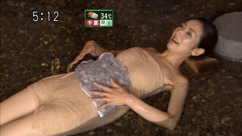 【温泉キャプ画像】ハミ乳しまくりのタレント達が温泉レポしてるぞwww 15